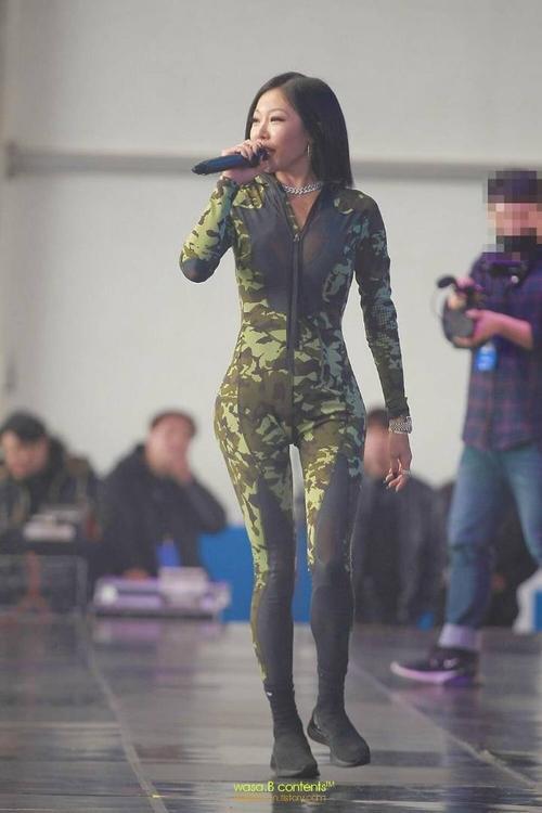 Những nữ rapper Hàn khiến fan mê đắm với style 'gái hư' không ngại khoe thân hình bốc lửa Ảnh 4