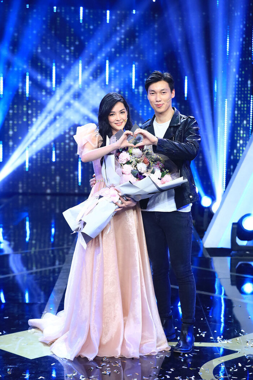 Đang lãng mạn lại tuyên bố chỉ là bạn, Vũ Thanh Quỳnh và Alan Phạm bị chỉ trích 'lừa gạt tình cảm người hâm mộ' Ảnh 1
