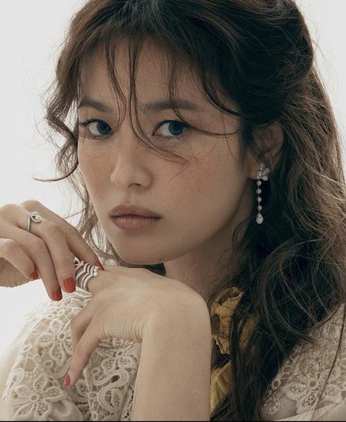 Tròn 1 năm ly hôn, Song Hye Kyo - Song Joong Ki có quá nhiều thay đổi: Người khen, kẻ chê! Ảnh 2