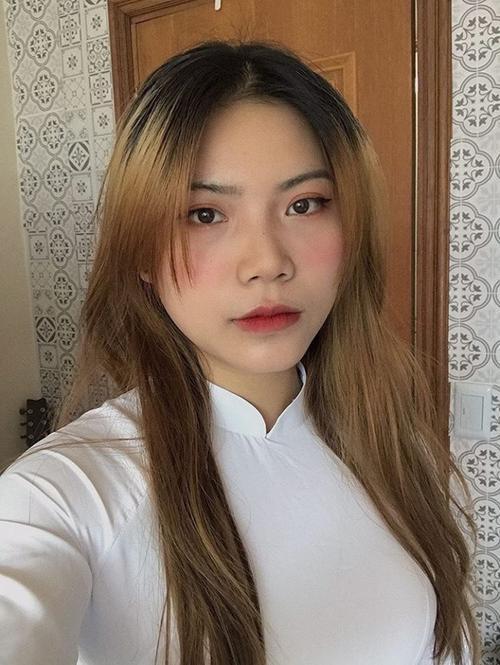 Nhan sắc đời thực của nữ du học sinh Việt 'gây sốt' MXH với hình ảnh 'lầy lội' trên bảng thông tin Ảnh 2