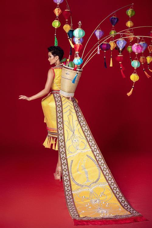 5 lý do khiến Trang phục dân tộc của Khánh Vân chinh chiến Miss Universe liên tục bị tố đạo nhái Ảnh 22
