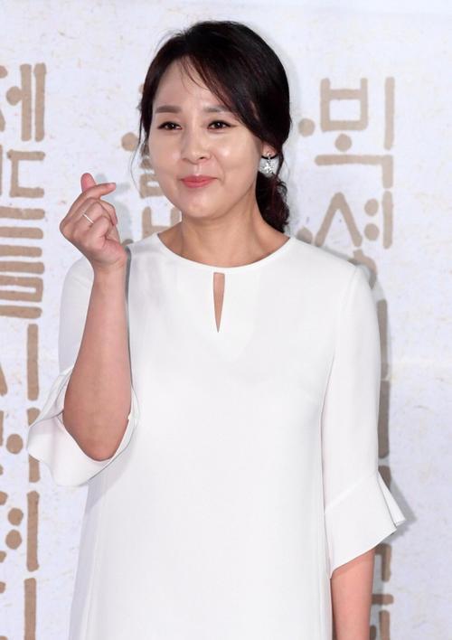 Tròn 1 năm ngày Jeon Mi Seon tự tử, sao Hàn thương tiếc: 'Trái tim đau nhói' Ảnh 2