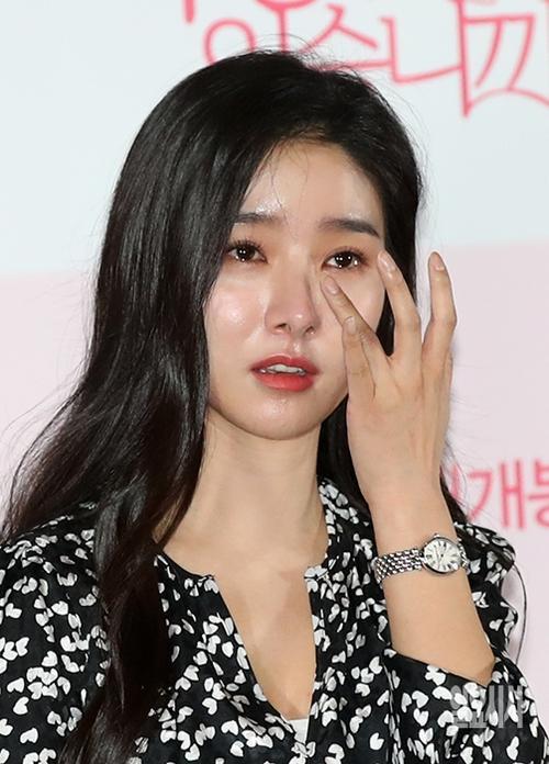Tròn 1 năm ngày Jeon Mi Seon tự tử, sao Hàn thương tiếc: 'Trái tim đau nhói' Ảnh 10