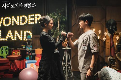 Knet phát cuồng với diễn xuất của 'phù thủy' Seo Ye Ji trong 'Điên thì có sao': Trở thành 'mợ chảnh' Jeon Ji Hyun thứ 2? Ảnh 1