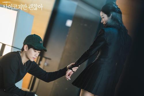Knet phát cuồng với diễn xuất của 'phù thủy' Seo Ye Ji trong 'Điên thì có sao': Trở thành 'mợ chảnh' Jeon Ji Hyun thứ 2? Ảnh 2