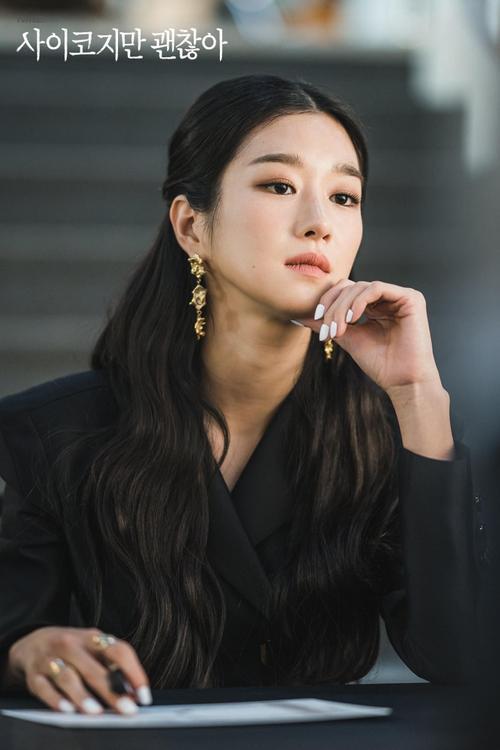 Knet phát cuồng với diễn xuất của 'phù thủy' Seo Ye Ji trong 'Điên thì có sao': Trở thành 'mợ chảnh' Jeon Ji Hyun thứ 2? Ảnh 3