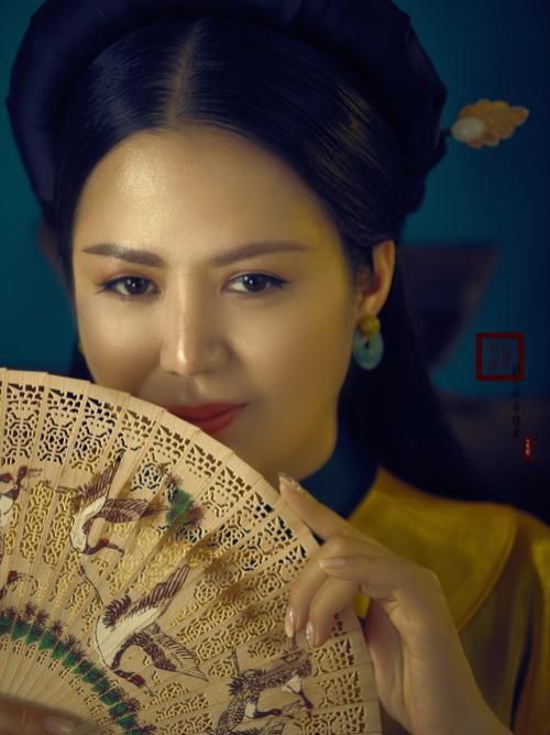 Đinh Hiền Anh hóa thân thành quý cô đương đại với áo dài Ảnh 2