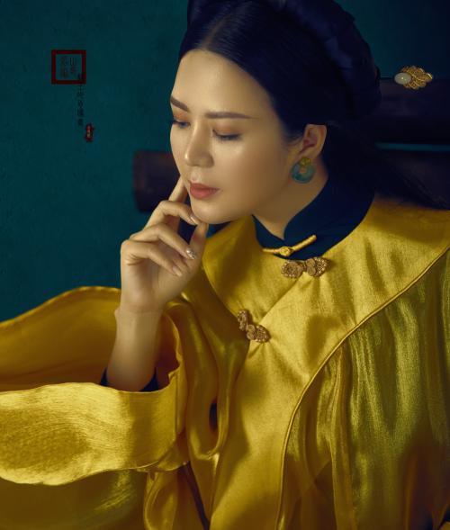 Đinh Hiền Anh hóa thân thành quý cô đương đại với áo dài Ảnh 4