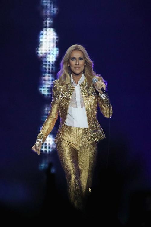 Tài làm tóc thay đồ nhanh như chớp của diva Celine Dion sau hậu trường khiến ai cũng choáng Ảnh 2