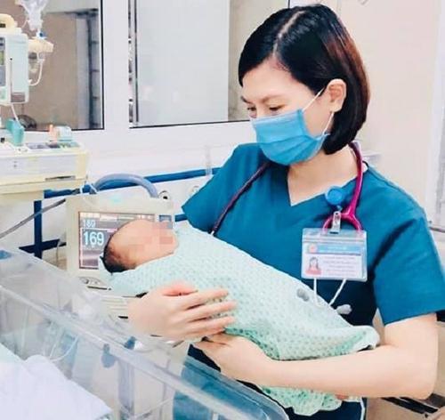 Khởi tố người mẹ nhẫn tâm vứt con trai mới sinh xuống hố gas, bé tử vong sau hơn 20 ngày giật sự sống Ảnh 2