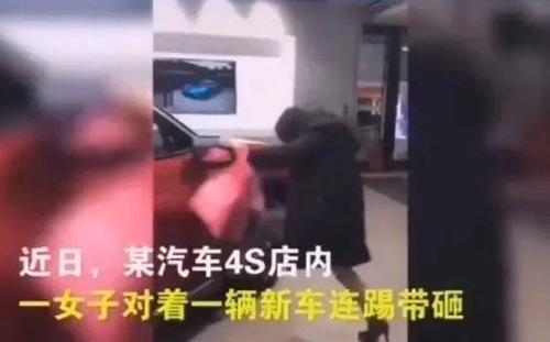 Chồng không đồng ý mua xe, cô gái tức giận đập phá ô tô ngay tại cửa hàng Ảnh 2