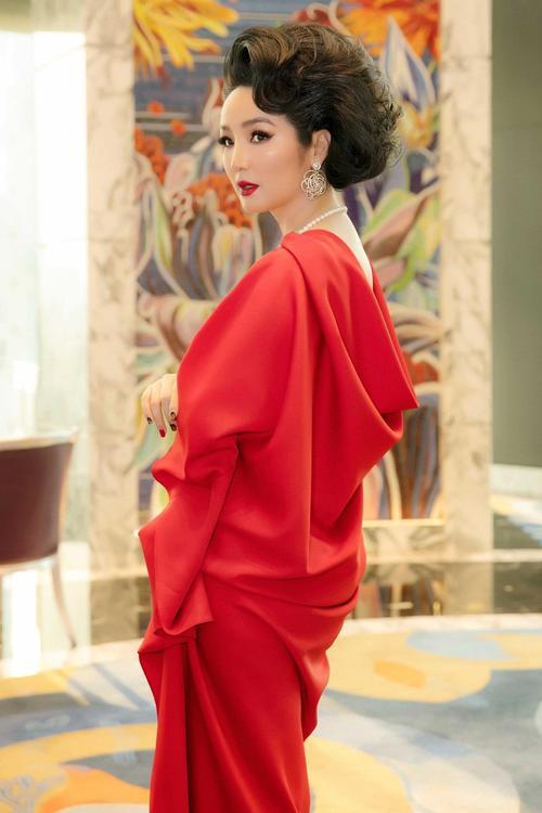 Bộ đôi NTK Vũ Ngọc và Son làm show tại đại nội Huế, thiết lập trạng thái bình thường mới trong làng thời trang Việt Ảnh 9