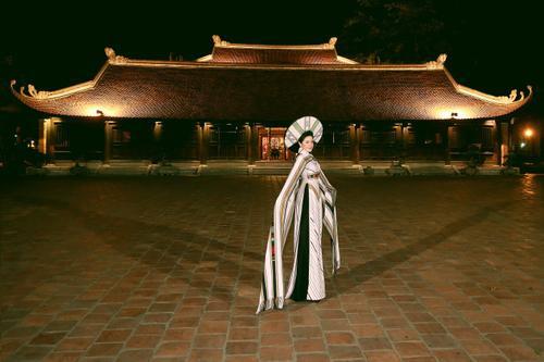 Á hậu Nga Queen tỏa sáng trong vai trò vedette giới thiệu Áo dài – Di sản văn hóa Việt Nam' Ảnh 5