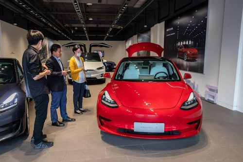 Người đàn ông mua 28 chiếc xe Tesla trên mạng trong suốt 2 giờ đồng hồ và sự thật 'gây cười' đằng sau Ảnh 1