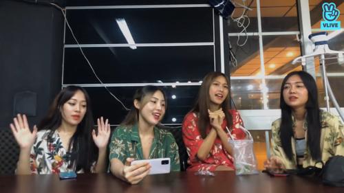 Toof.P (Uni5) bất ngờ bị hội chị em LipB 'bóc phốt' chuyện tình cảm ngay trên sóng livestream Ảnh 3