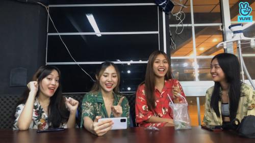 Toof.P (Uni5) bất ngờ bị hội chị em LipB 'bóc phốt' chuyện tình cảm ngay trên sóng livestream Ảnh 8