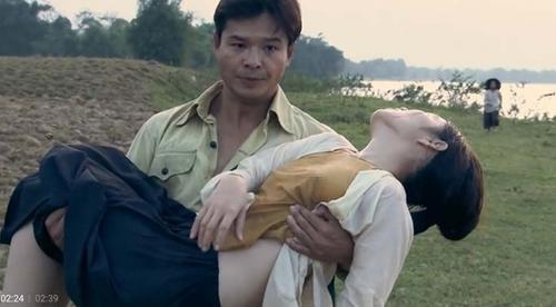 Mỹ nhân Việt nhận 'gạch đá' khi mặc phản cảm trên sóng truyền hình Ảnh 6