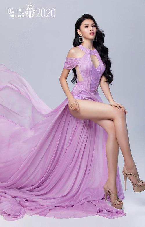 Đôi chân dài hơn mét mốt, thí sinh Hoa hậu Việt Nam khiến khán giả mê đắm
