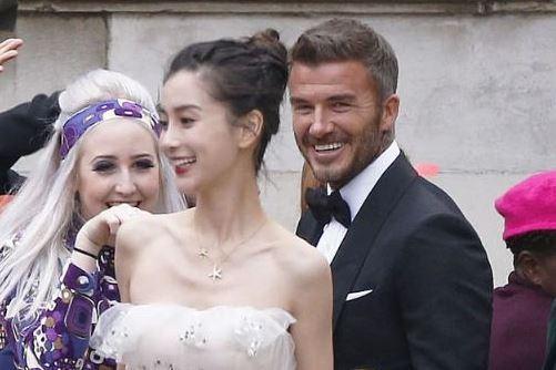 David Beckham hợp tác với Angelababy bị dân mạng Anh nói bóng gió: Anh ta chưa từng cười như vậy với vợ mình bao giờ cả ảnh 2