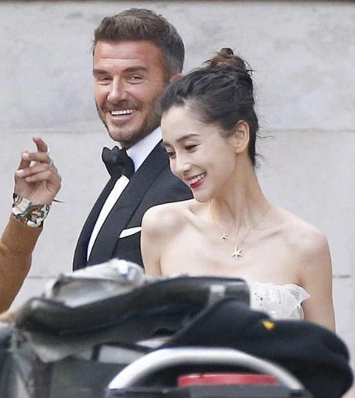 David Beckham hợp tác với Angelababy bị dân mạng Anh nói bóng gió: Anh ta chưa từng cười như vậy với vợ mình bao giờ cả ảnh 3