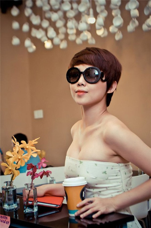 Không chỉ Thúy Vi, những mỹ nhân Việt này đã từng nâng rồi lại hạ size vòng 1 để dịu mắt hơn ảnh 8