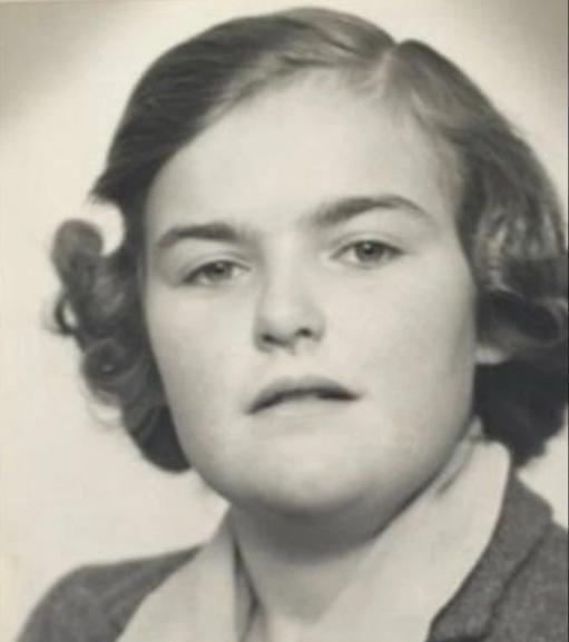 Anne Noblett là một cô bé nhút nhát, hướng nội.