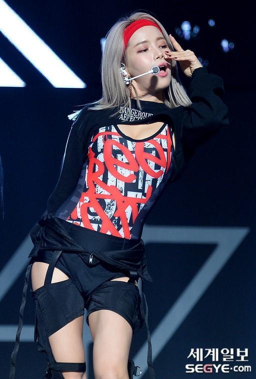 Hwasa (Mamamoo) lên tiếng việc không mặc đồ lót nơi công cộng: Knet phản ứng bất ngờ! ảnh 6