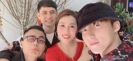 Sao Việt bắt trend khoe ảnh phụ huynh ngày xưa: Người như minh tinh điện ảnh, người sở hữu nhan sắc chuẩn Hoa hậu ảnh 1