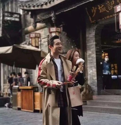Không sợ Angelababy ghen, Huỳnh Hiểu Minh tay trong tay ngọt ngào với Thái Văn Tịnh trong phim mới ảnh 13