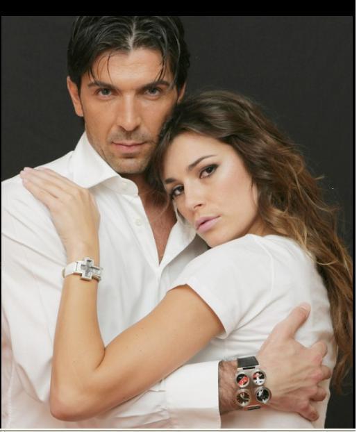 Thủ môn dày dạn kinh nghiệm của tuyển Ý và Juventus Gianluigi Buffon cũng từng có thời gian cưới được một cô vợ hoa hậu xinh đẹp. Thủ thành 38 tuổi có 4 năm hôn nhân với Alena Seredova, Hoa hậu CH Séc 1998 và Top 4 Hoa hậu Thế giới 1998.