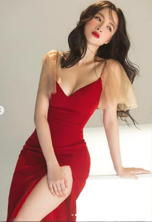 Nóng mắt với pha đụng hàng váy áo lịch sử đẹp bất phân thắng bại của dàn mỹ nhân Việt ảnh 4