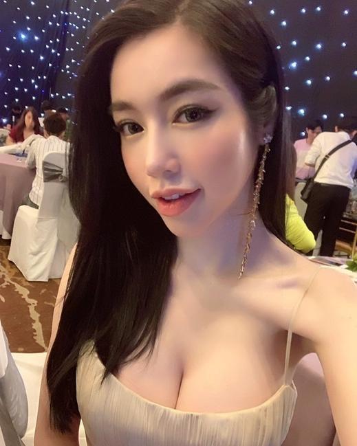 Nổi tiếng nóng bỏng nhất nhì Vbiz nhưng Elly Trần lại khiến fan lo lắng khi lộ xương xẩu hốc hác ảnh 2