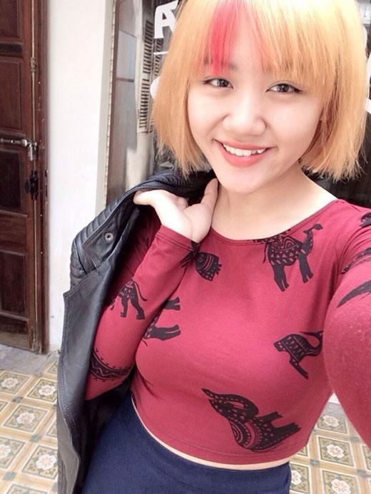 Mái tóc ngắn được nhuộm vàng, đỏ này có lẽ là hình ảnh Văn Mai Hương không hề muốn thấy lại lần hai.