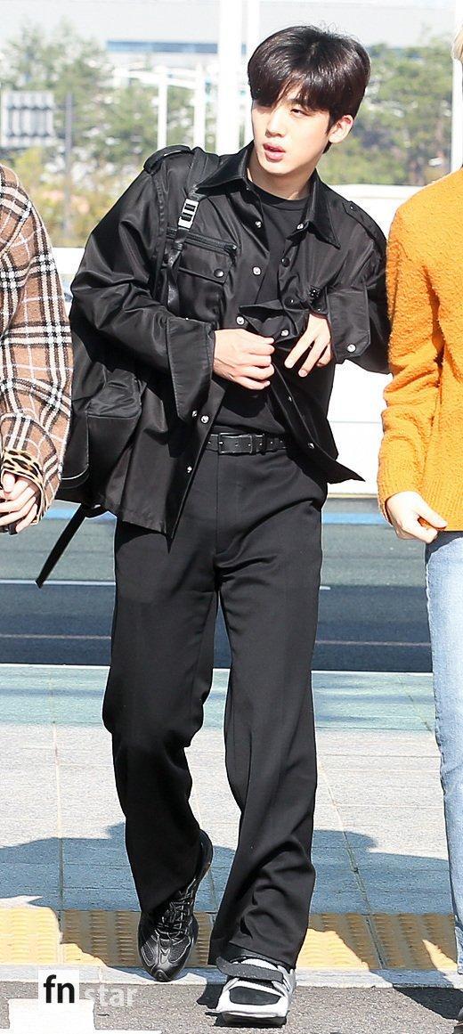 Chết cười với bộ ảnh thiếu ngủ của X1 tại sân bay, cùng Kim Jae Hwan (Wanna One) đến Nhật ảnh 4
