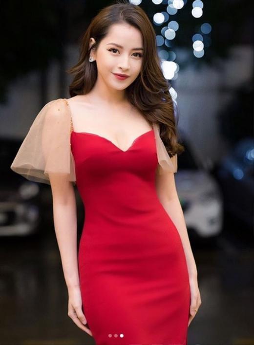 Nóng mắt với pha đụng hàng váy áo lịch sử đẹp bất phân thắng bại của dàn mỹ nhân Việt ảnh 3
