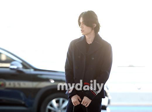 Phá vỡ hình ảnh thần chết, Lee Dong Wook khiến dân tình vote đóng Joker bản Hàn Quốc ảnh 1
