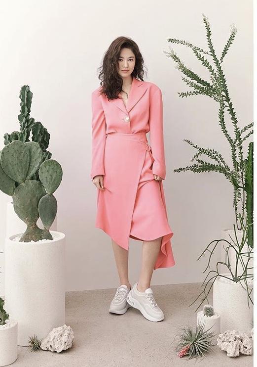 Song Hye Kyo để tóc sợi mì, khoe vẻ đẹp tựa nữ thần ngày Valentine ảnh 1