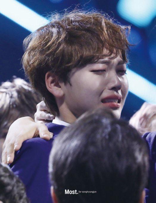 100 khoảnh khắc khóc cạn nước mắt của các thực tập sinh tại đêm chung kết Produce X 101 ảnh 17