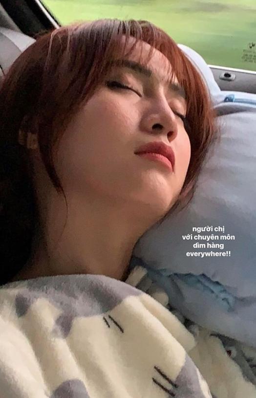 Bị chụp lén mặt mộc hoàn toàn: Thủy Tiên, Lan Ngọc khiến nhiều người ngỡ ngàng vì nhan sắc thực sự ảnh 2