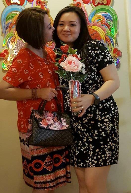 Mang bầu được 5 tháng nhưng bên cạnh Xuân Mai luôn có mẹ chăm sóc.