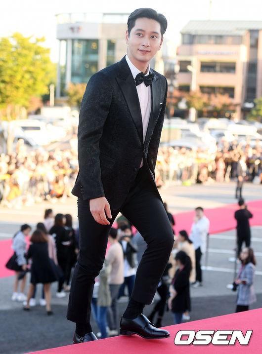 Nam ca sĩ - diễn viênHwang Chansung (2PM)