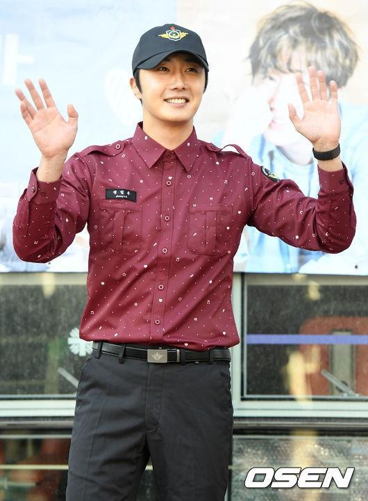 Bất chấp hội chứng phình động mạch não, Jung Il Woo vẫn quyết tâm hoàn thành 2 năm nghĩa vụ quân sự ảnh 1