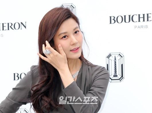 Sulli sang chảnh quyến rũ, đọ sắc với mỹ nhân 41 tuổi  Kim Ha Neul, khán giả Hàn nói gì? ảnh 5
