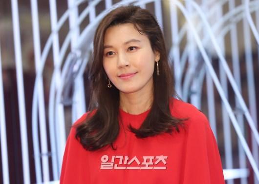Seohyun (SNSD) lộ khuyết điểm, đụng hàng với Kim Ha Neul và Hyun Ah tại sự kiện ảnh 5