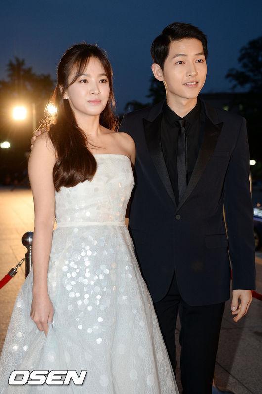 Bạn thân Song Hye Kyo  Song Joong Ki tiết lộ: Cân nhắc việc ly hôn từ đầu năm, họ đã khóc rất nhiều ảnh 0