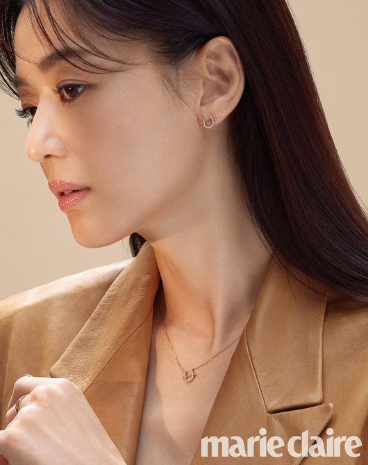 Mặc dù thời gian trôi qua, visual của Jeon Ji Hyun vẫn khiến nhiều hậu bối phải ganh tỵ.