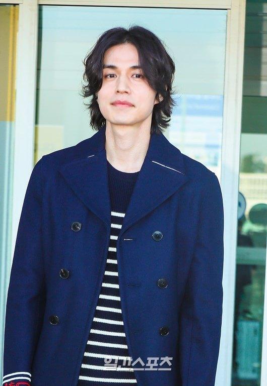 Phá vỡ hình ảnh thần chết, Lee Dong Wook khiến dân tình vote đóng Joker bản Hàn Quốc ảnh 0