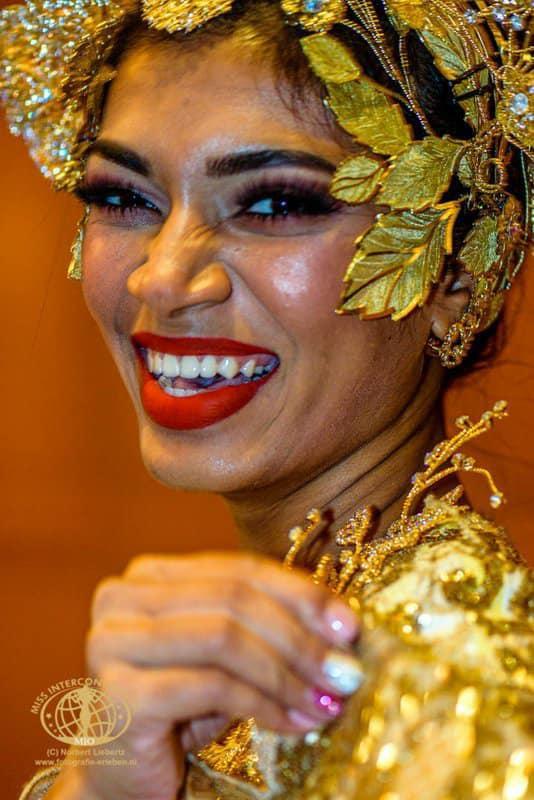 Trang phục dân tộc của đối thủ Thúy An ở Miss Intercontinental bị chê nghèo nàn, ví von giống đồ ngủ ảnh 5