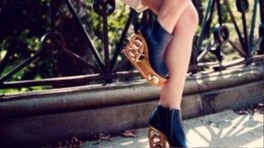 Mỗi đôi giày có giá bán trên thị trường khoảng 400 USD (gần 9 triệu).