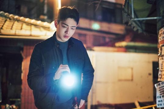 """Các fans """"phát cuồng"""" khi nhà đài tung hình ảnh Ji Soo trong bộ đồng phục cảnh sát"""